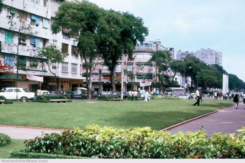 SAIGON 1965 - Công viên Đống Đa trước Tòa Đô Chánh