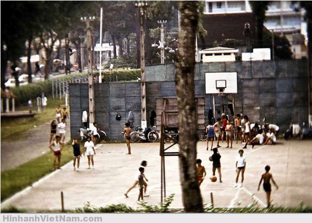 Sân Phan Đình Phùng, hình chụp góc Công Lý – Trần Quý Cáp
