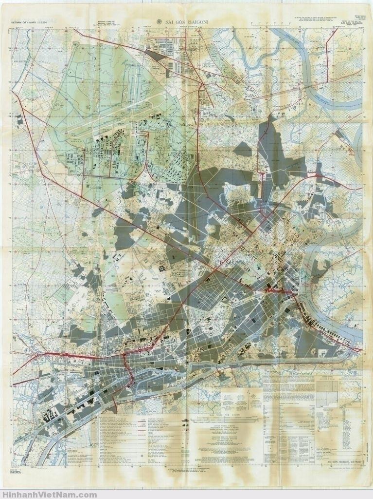 Chú thích tên đường và các công trình kiến trúc của Bản đồ SAIGON 1962 nằm ở mặt sau của Bản đồ này.