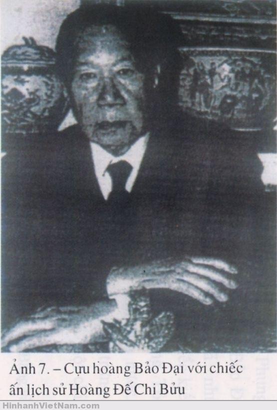 Cựu hoàng Bảo Ðại và chiếc ấn Hoàng Ðế Chi Bửu