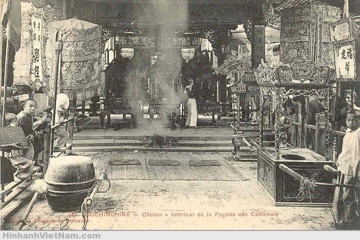 Bên trong một ngôi chùa ở Chợ Lớn