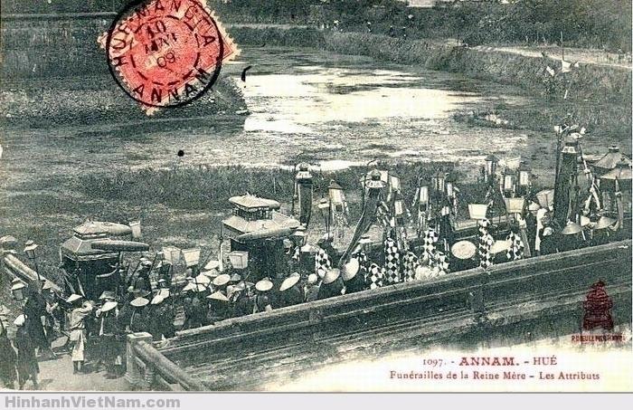 Ðám ma mẹ vua (không biết của ai) (1908)
