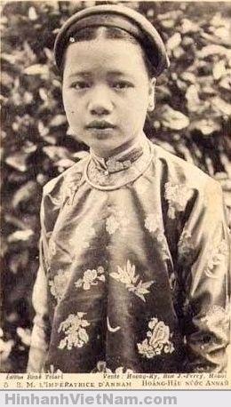 Bà Ân phi Hồ Thị Chỉ, vợ của vua Khải Định (theo ông Nguyễn Duy Chính ở VN)