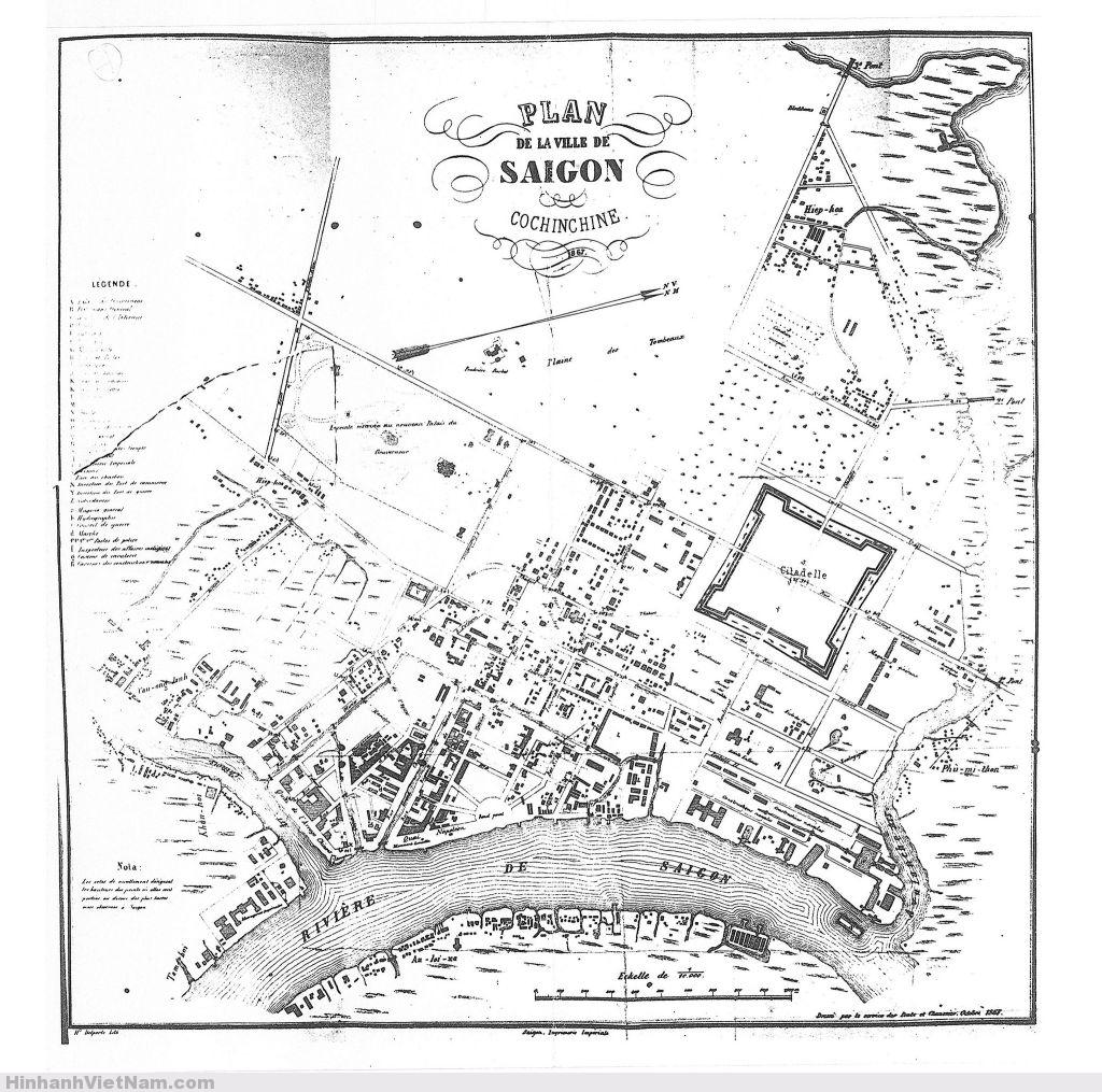 Bản đồ SG 9 năm sau ngày bị Pháp chiếm (1858), vẫn còn thành Phụng (do Vua Minh Mạng cho xây dựng năm 1936). Nhiều con đường trong khu vực trung tâm vẫn còn là những con kinh được người Pháp đào để lấy đất tôn cao nền thành phố và để thoát nước. Trục đường hơi nằm ngang xuyên qua giữa Thành Phụng là Route Stratégique, sau này là Hồng Thập Tự, nay là Nguyễn Thị Minh Khai. Trục đường xuyên qua giữa thành Phụng theo chiều đứng là Boulevard de la Citadelle, sau này là Cường Để, nay là Tôn Đức Thắng.   Vào năm này Dinh Toàn quyền chưa xây, còn dùng nhà gỗ trong khu vực trường Taberd. Bản đồ 1867 này có ghi vị trí chùa Barbé, nơi trước kia là chùa Khải Tường, bị quân Pháp chiếm làm đồn lính trong trận tấn công đồn Kỳ Hòa năm 1861. Đại úy Barbé là trưởng đồn này, đã bị nghĩa quân VN phục kích giết nên Pháp lấy tên ông để gọi chùa này. Tại khoảng vị trí ngôi chùa này ngày nay là Nhà bảo tàng Chứng tích chiến tranh, góc Lê Quí Đôn- Võ Văn Tần. Trong thời Pháp đường Lê Quí Đôn cũng được đặt tên là rue Barbé. (Chú thích: một số tài liệu, hay bản đồ cũng viết là Barbet, thay vì Barbé, vì phát âm giống nhau).