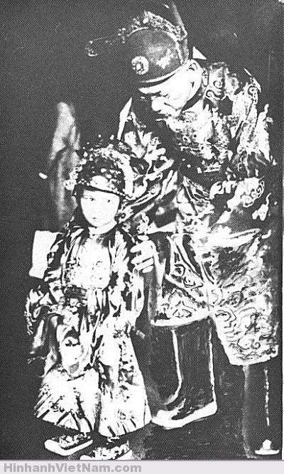 Thái tử Bảo Long, con của vua Bảo Ðại