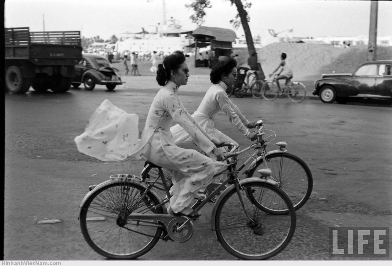 cô gái mặc áo dài đi xe đạp sài gòn xưa