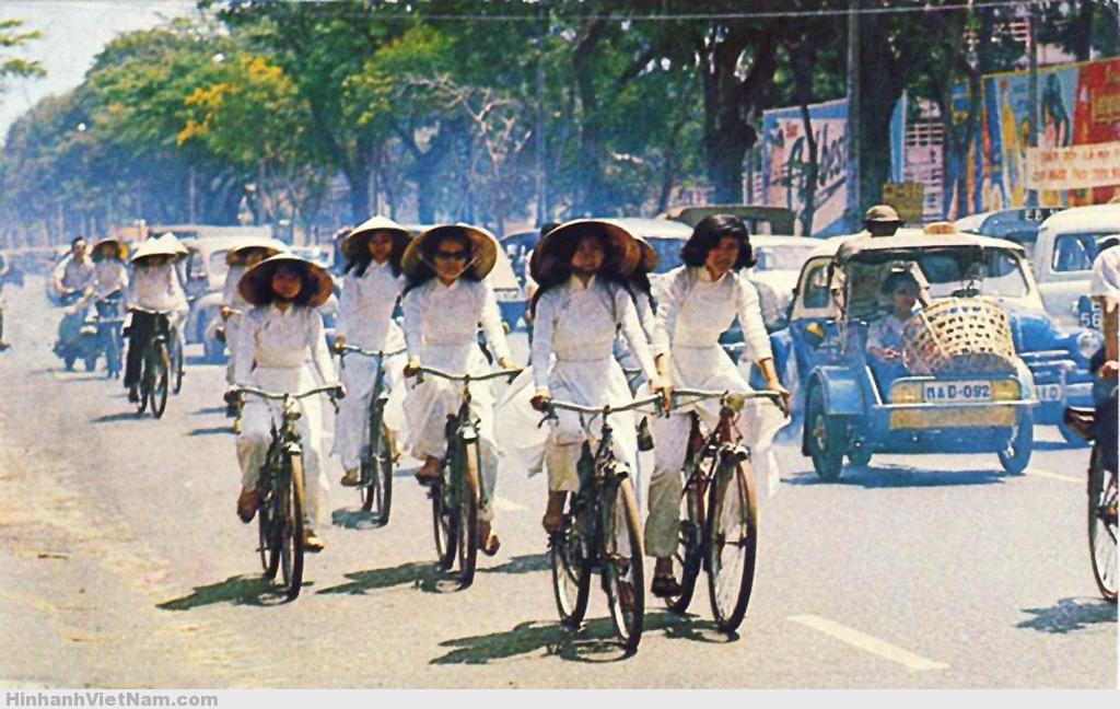nữ sinh Sài Gòn mặc áo dài ngày xưa