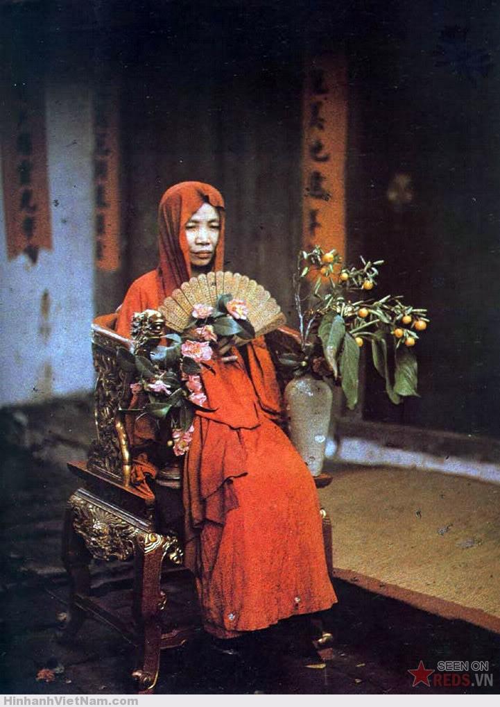 Một bà đồng, 1915