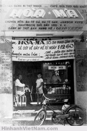 Tiệm bánh mì Hòa Mã năm 1960 trên đường Phan Đình Phùng  (Nguyễn Đình Chiểu, quận 03 ngày nay). Sau tiệm dời về đường  Cao Thắng ở gần đó.