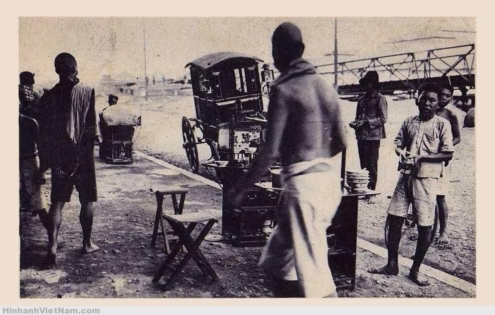 Một xe mì của người Hoa gần kênh Tàu Hủ