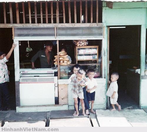 Cuộc sống của người Sài Gòn xưa cũng như Sài Gòn nay phóng khoáng và niềm nở