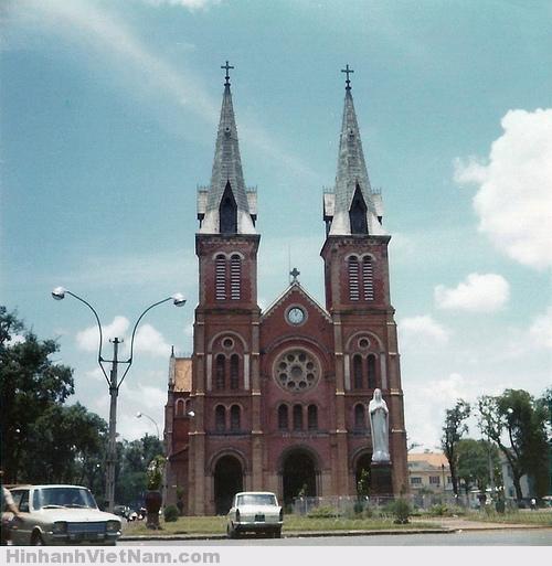 Nhà thờ Đức Bà được xây bằng những viên gạch làm tại Marseille