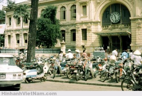 Bưu điện thành phố ngày xưa không đông khách du lịch mà nhộn nhịp người đến vì công việc