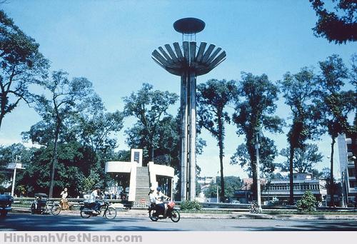 Hồ Con Rùa với kiến trúc hòa hợp với phong cách của thành phố
