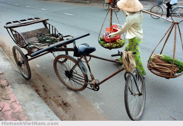 Xe đạp lôi - đồng hành với người nghèo - Ảnh: Nguyễn Công Thành