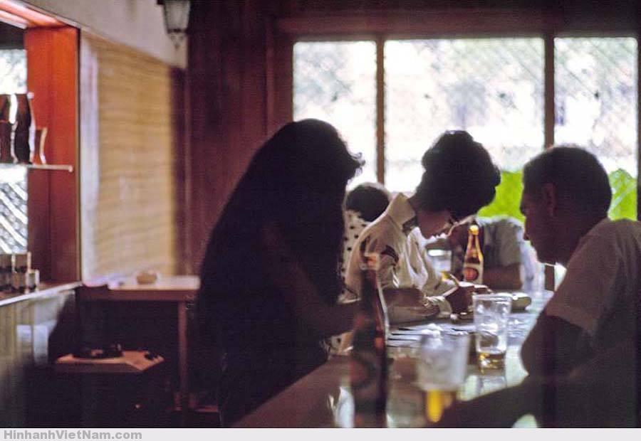 gai diem - gai goi sai gon - cave vietnam xua - ban dam truoc nam 1975 (28)