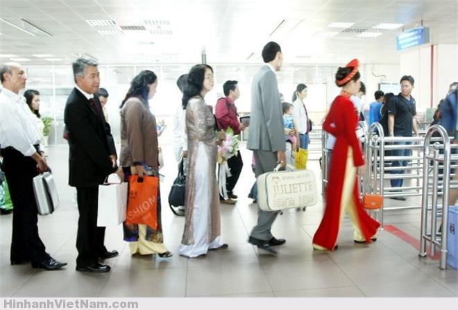 Mỗi năm, gần 100 nghìn người Việt di cư ra nước ngoài!