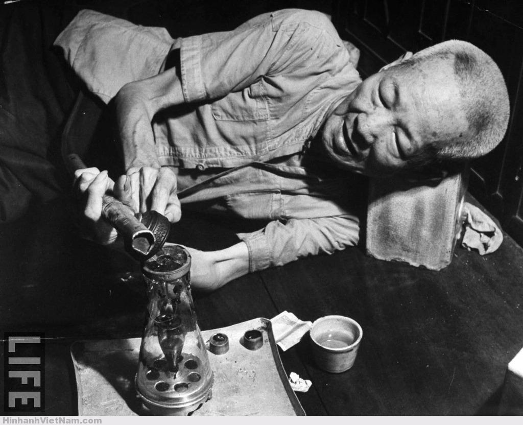 Ảnh độc về tệ nạn thuốc phiện ở Sài Gòn xưa