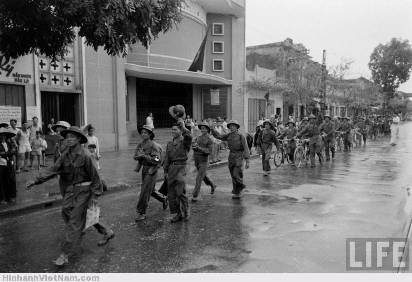 Ảnh toàn cảnh ngày giải phóng Thủ Đô Hà Nội 10/10/1954