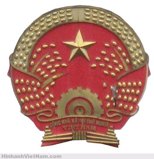 Quốc huy trên trụ sở UBND quận Tây Hồ