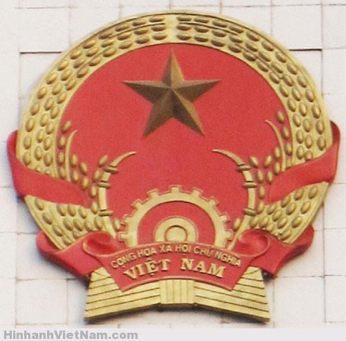 Quốc huy trên trụ sở UBND TPHà Nội
