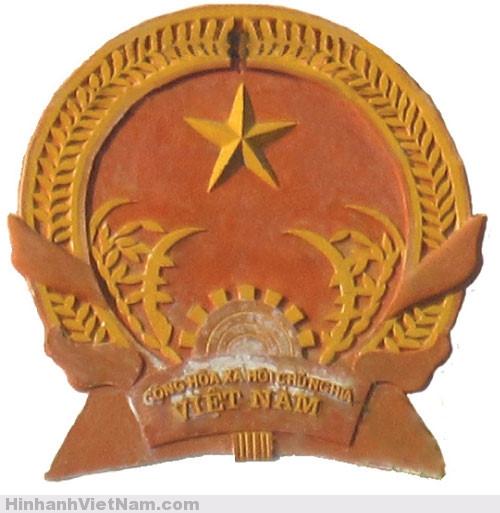 Quốc huy trên trụ sở Viện KSND tỉnh Quảng Ninh
