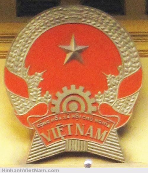 Quốc huy trên trụ sở Bộ Ngoại giao