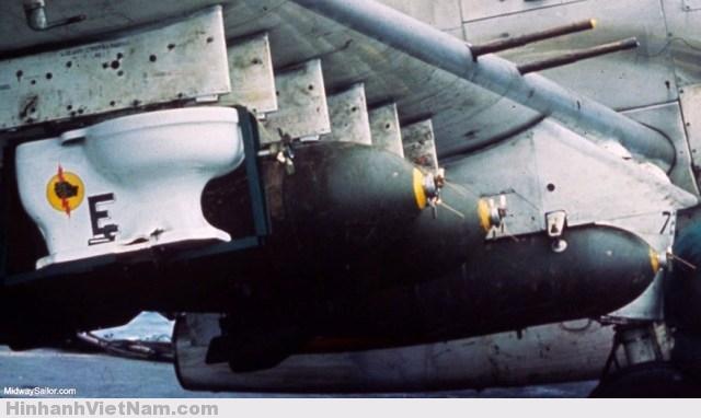 Quả bom kỳ quái nhất chiến tranh Việt Nam: Chiếc bồn cầu