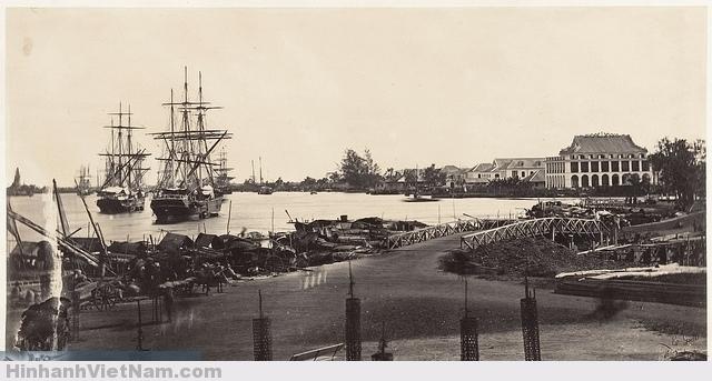 Cảng Nhà Rồng - Saigon 1866 - Vue de l'Etablissement des Messageries Impériales  Photo by Emile Gsell