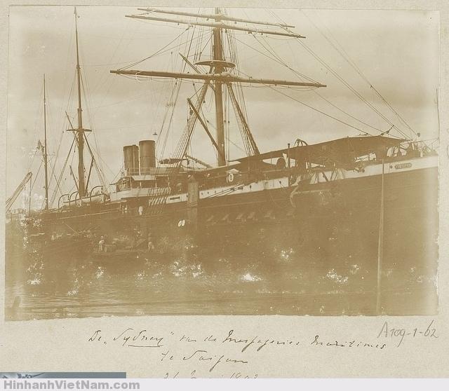 Một tàu khách nổi tiếng của Pháp tại bến cảng. The French passenger ship S.S. Sydney of Messageries Maritimes Co. in Saigon, Vietnam - 1893