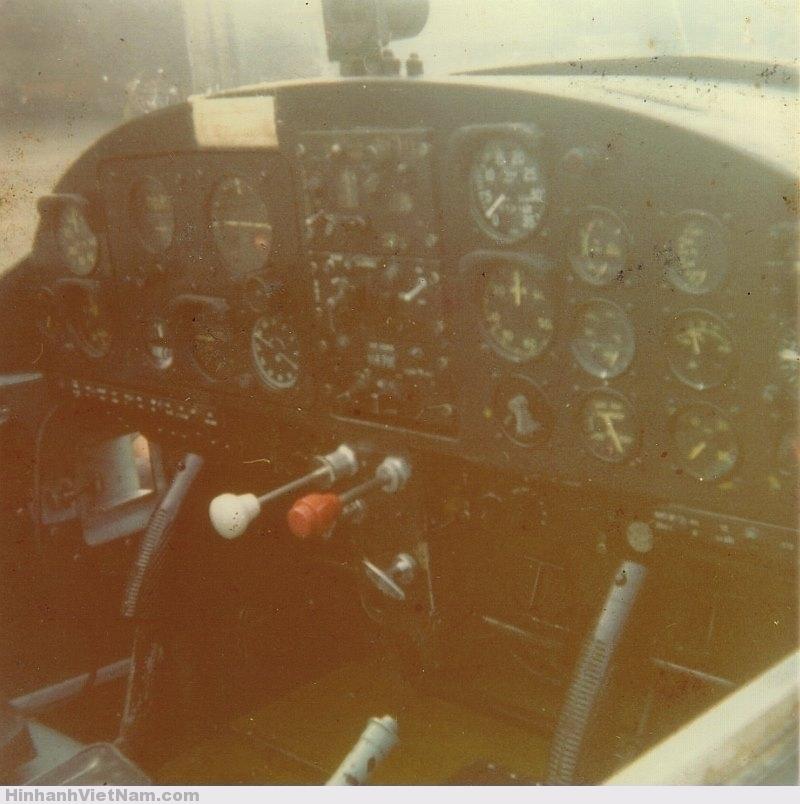 Vietnam_PL-2_TP001_cockpit