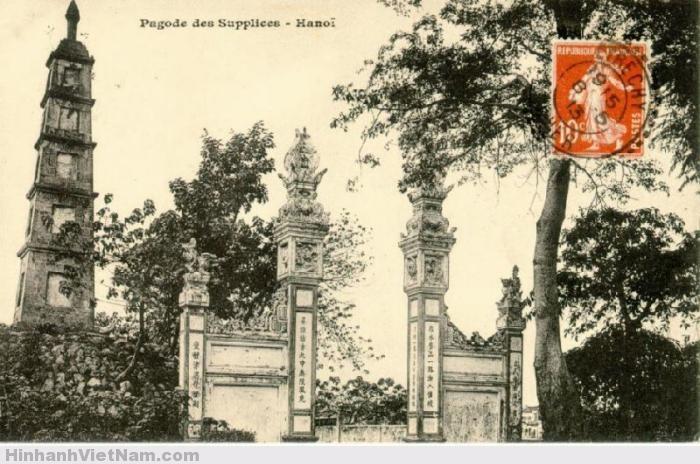 Cảnh ngoài đền Ngọc Sơn