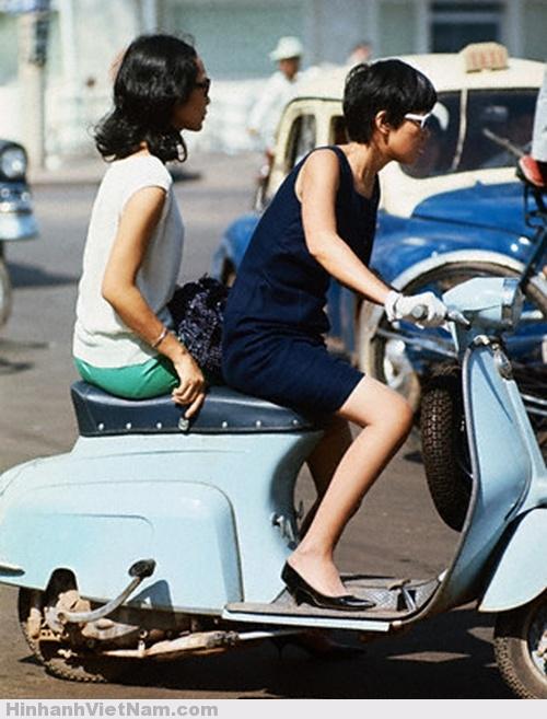 Hot Girl Sài Gòn đi xe Vespa
