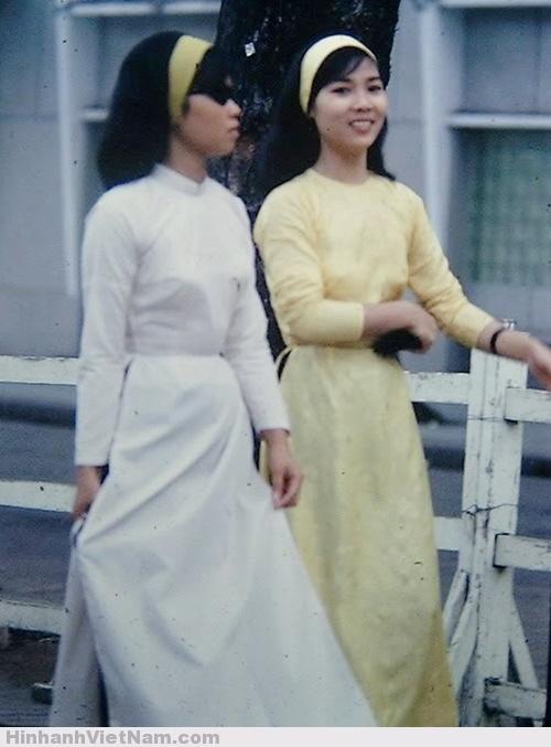"""Phụ nữ Sài Gòn xưa rất thích làm ăn buôn bán kiếm tiền, nhưng tiêu tiền cũng rất """"phóng tay"""""""