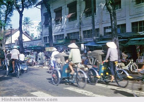 Xích lô, xe buýt khiến Sài Gòn xưa gần hơn với Sài Gòn nay