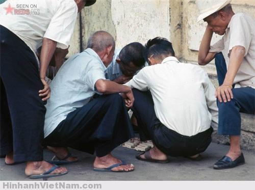 Cảnh đánh cờ của các anh, các chú, các bác vẫn là điều quen thuộc của Sài Gòn