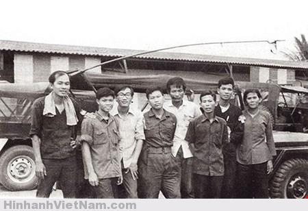 Nhóm biệt động vào tiếp quản Trung tâm Điện toán của BTTM quân đội Việt Nam Cộng hòa sáng 30-4-1975. Ảnh: http://phapluattp.vn/
