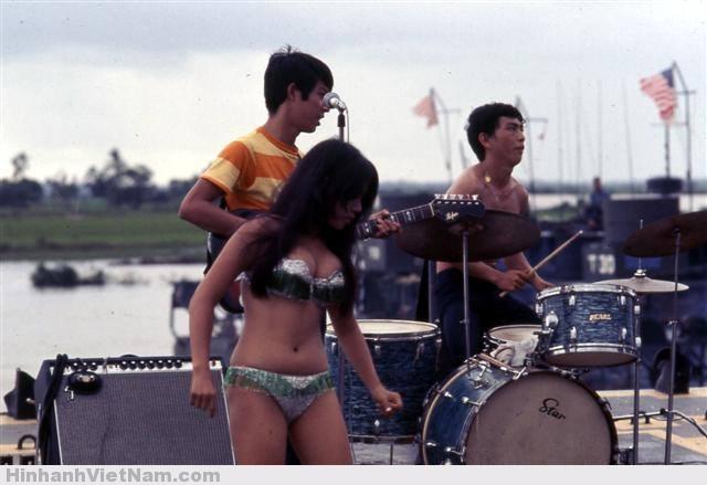 gai diem - gai goi sai gon - cave vietnam xua - ban dam truoc nam 1975 (11)