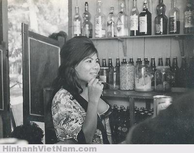 gai diem - gai goi sai gon - cave vietnam xua - ban dam truoc nam 1975 (52)