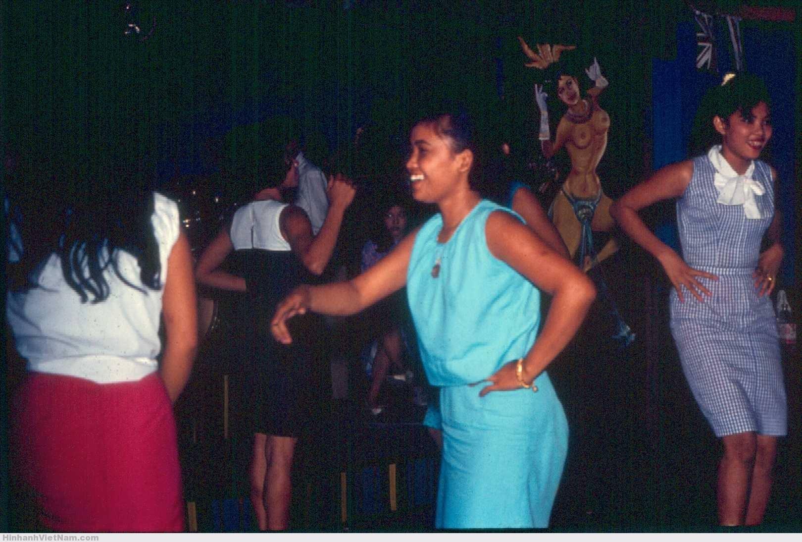 gai diem - gai goi sai gon - cave vietnam xua - ban dam truoc nam 1975 (64)
