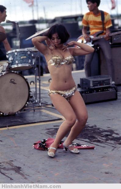 Cô gái trong điệu múa sexy.