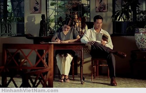 """Tuy bối cảnh là Sài Gòn thập niên 1950, nhưng Mùi đu đủ xanh được quay tại Paris, trường quay Bry - số 2 đại lộ Europe, Bry-sur-Marne, Val-de-Marne. Man San Lu vai Mùi khi nhỏ là người Pháp gốc Á. Nữ diễn viên Trần Nữ Yên Khê, vai Mùi lúc lớn, là một người Pháp gốc Việt, phát âm tiếng Việt không chuẩn=> Theo đánh giá của ad,đây là 1 bộ film đẹp,từ từng cảnh quay cho đến màu sắc,nội dung rất nhân văn & """"sạch"""".Điểm trừ nho nhỏ là giọng nói trong film không chuẩn lắm,tạo cảm giác giả.Tuy nhiên,ngoại trừ điểm trên thì mọi thứ rất tuyệt"""