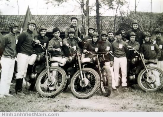 Ảnh độc: Người Hà Nội biểu diễn mô tô 50 năm trước