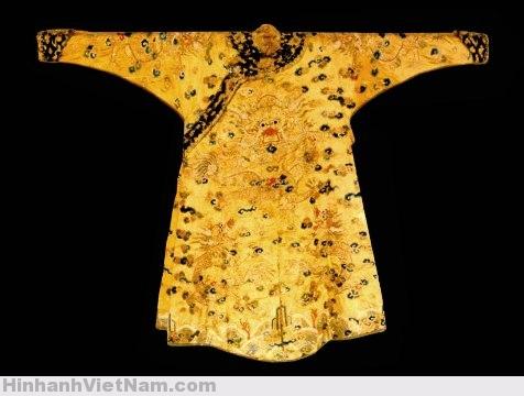 Sai sót khi tái dụng trang phục của các vị vua triều Nguyễn